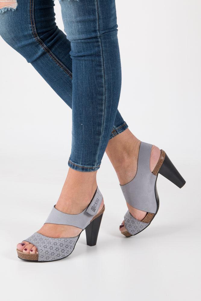 Szare sandały skórzane na słupku Nessi 42103