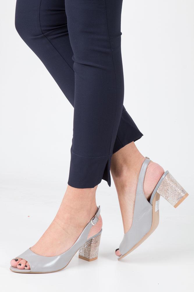 Szare sandały skórzane z ozdobnym obcasem Casu CAS003