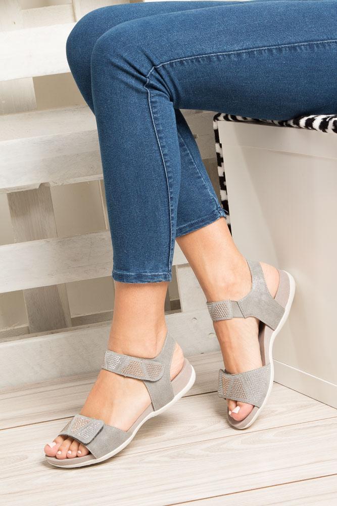 Szare sandały z nitami na rzep Rieker K2269-42 wysokosc_platformy 2 cm