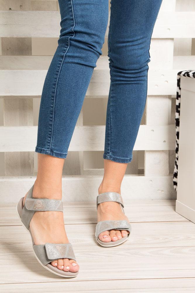 Szare sandały z nitami na rzep Rieker K2269-42 wys_calkowita_buta 9 cm