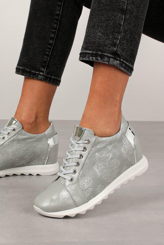 Buty Szare sneakersy Jezzi na ukrytym koturnie sznurowane