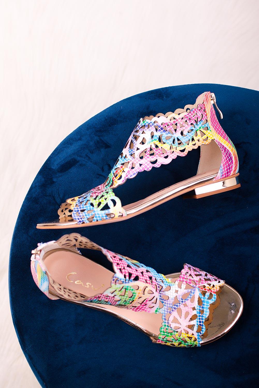 Wielokolorowe sandały skórzane ażurowe płaskie z zamkiem na pięcie Casu DS-399 multi kolor