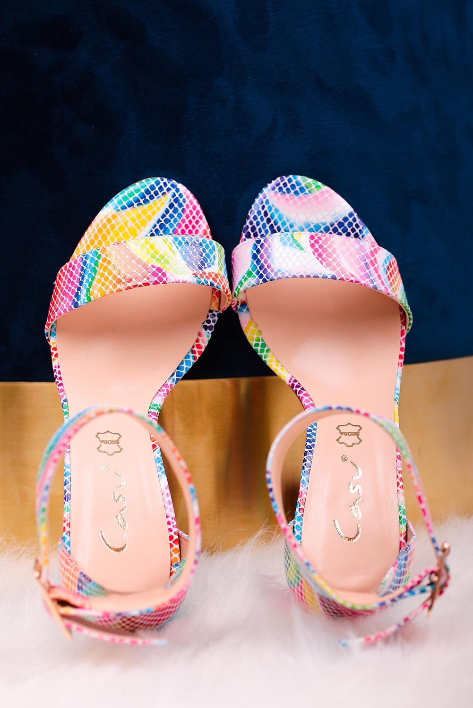 Wielokolorowe sandały skórzane z paskiem wokół kostki na szerokim ozdobnym słupku Casu DS-369/A multi kolor