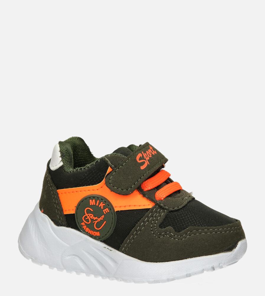 Zielone buty sportowe na rzep Casu 20T4/M