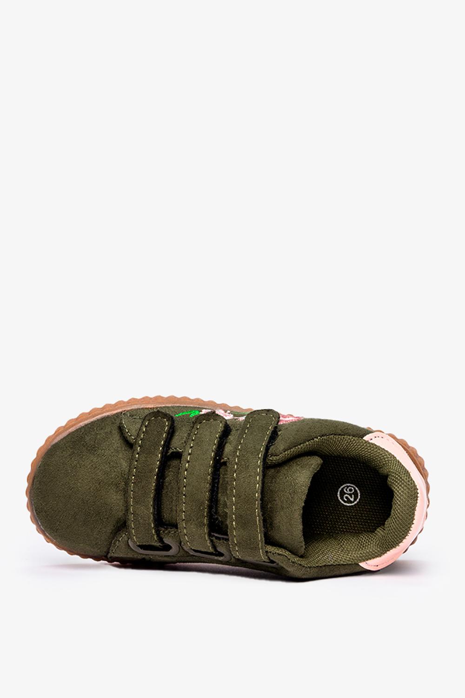 Zielone buty sportowe na rzepy z haftowanym kwiatkiem Casu 666-27