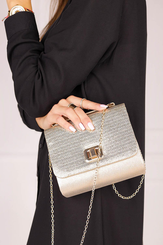 Złota torebka wizytowa z rączką błyszcząca na łańcuszku Casu 518837