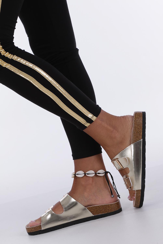 Złote klapki błyszczące z dwoma paskami ze skórzaną wkładką i profilowaną korkową podeszwą Casu B18X2/G kolor złoty