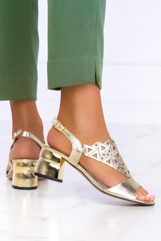 Złote sandały ażurowe błyszczące na ozdobnym klocku polska skóra Casu 3010-1