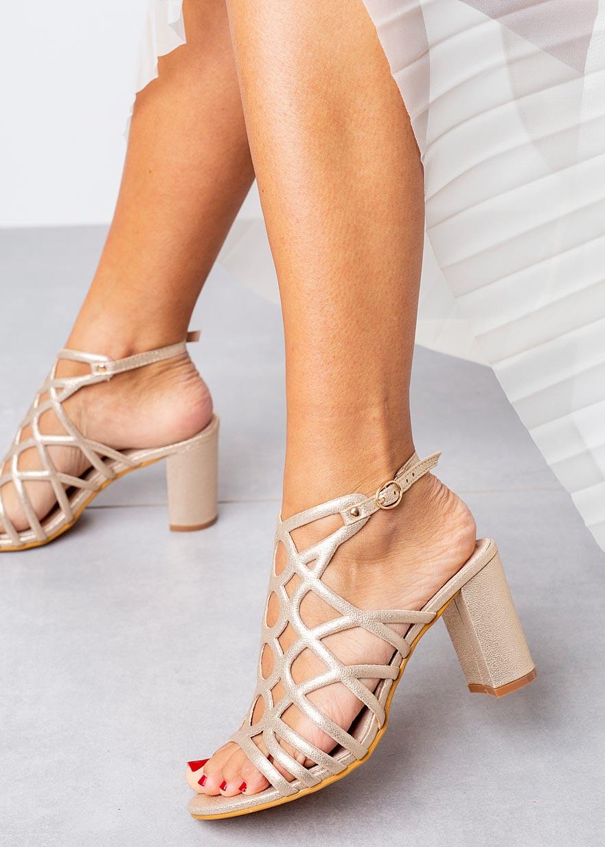 Złote sandały ażurowe błyszczące na słupku ze skórzaną wkładką Casu K20X6/G złoty