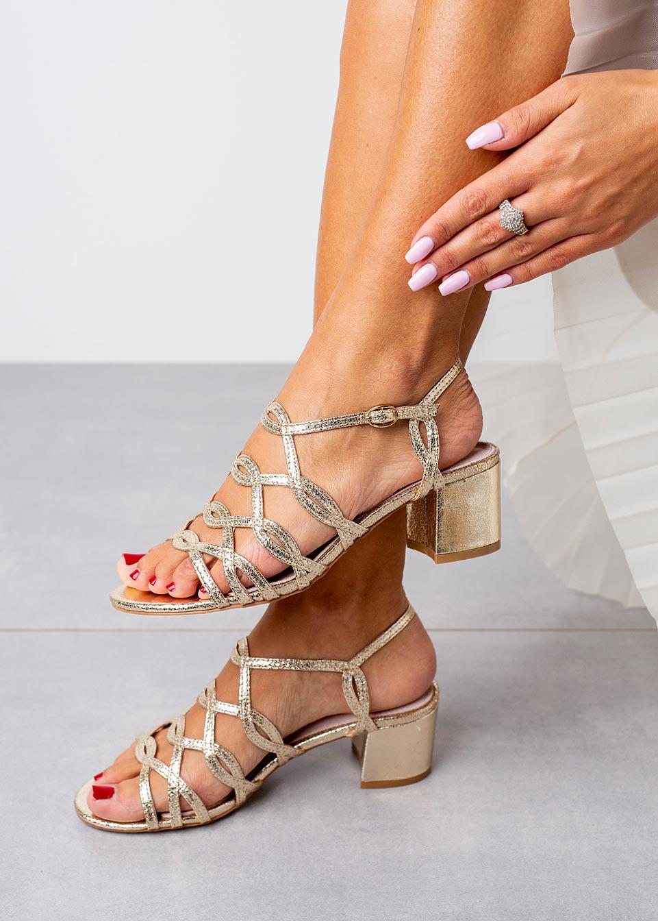 Złote sandały błyszczące ażurowe na słupku ze skórzaną wkładką Casu D20X11/G złoty