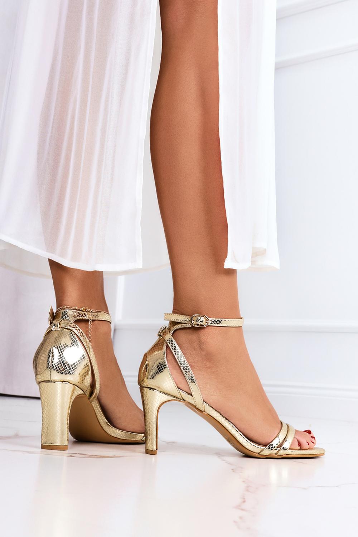 Złote sandały Casu z zakrytą piętą pasek wokół kostki wzorek ER21X15/G