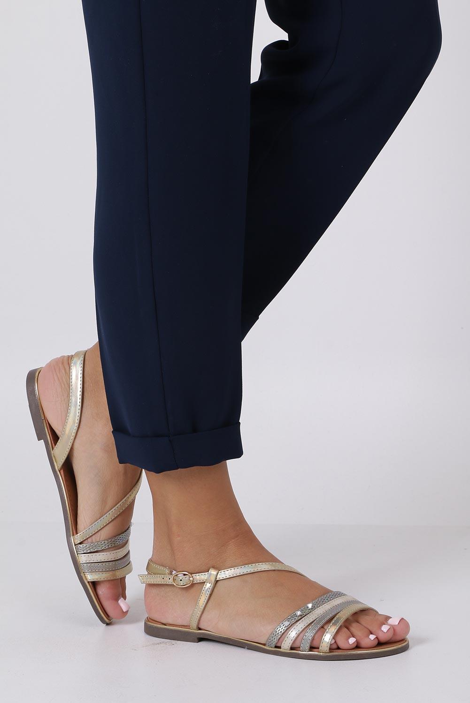Złote sandały metaliczne płaskie z nitami Casu S19X6/G kolor złoty