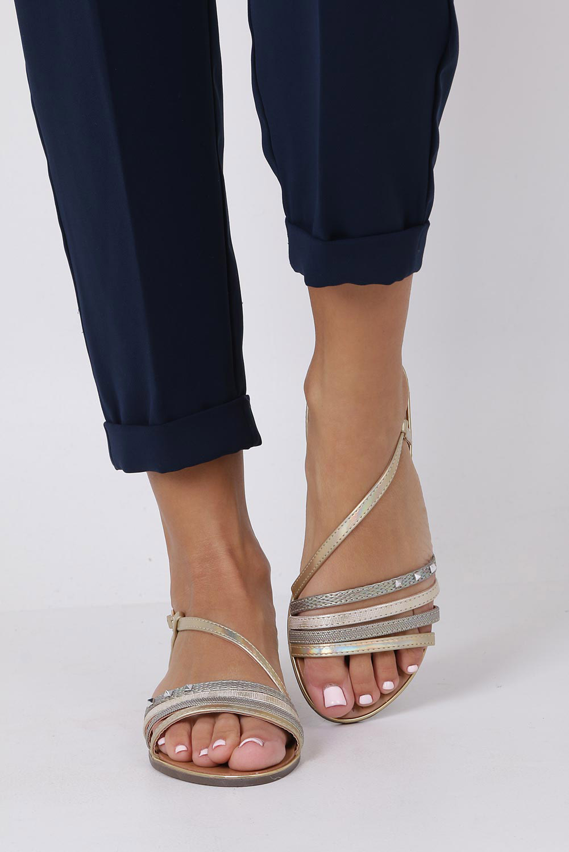 Złote sandały metaliczne płaskie z nitami Casu S19X6/G wysokosc_obcasa 1 cm