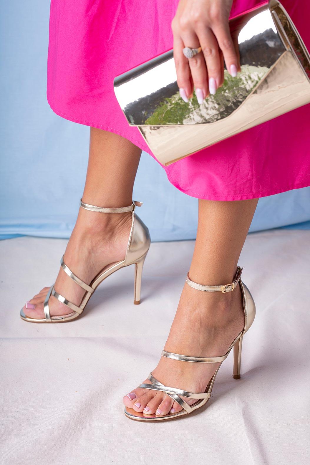 Złote sandały szpilki błyszczące z paskiem wokół kostki Casu D20X13/G złoty