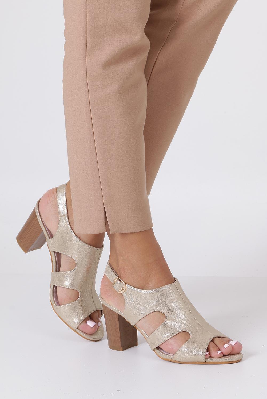 Złote sandały zabudowane błyszczące ze skórzaną wkładką na słupku Casu DD19X6/G producent Casu