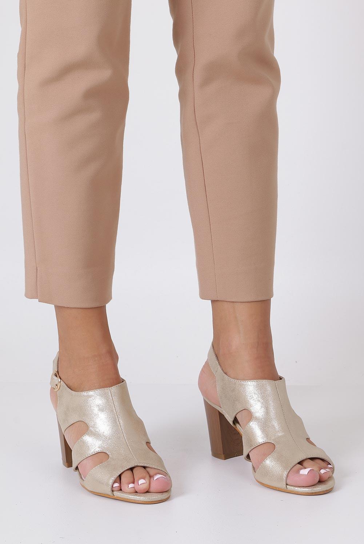 Złote sandały zabudowane błyszczące ze skórzaną wkładką na słupku Casu DD19X6/G sezon Lato