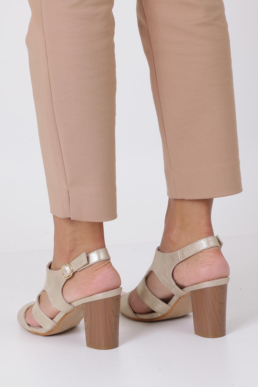 Złote sandały zabudowane błyszczące ze skórzaną wkładką na słupku Casu DD19X6/G wysokosc_obcasa 8.5 cm