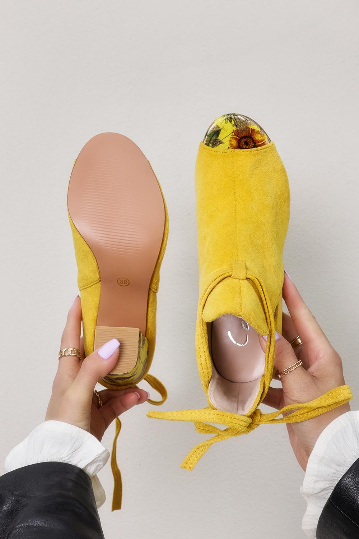 Żółte botki wiosenne peep toe wiązane na ozdobnym słupku Casu G21X5/Y kolor żółty
