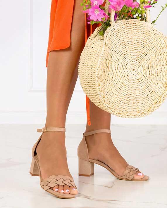 Najmodniejsze buty damskie na wakacje 2021