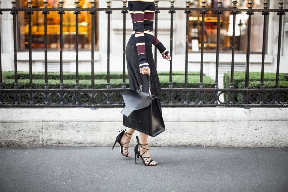 przykład stylizacji z wiązanym obuwiem, Casu